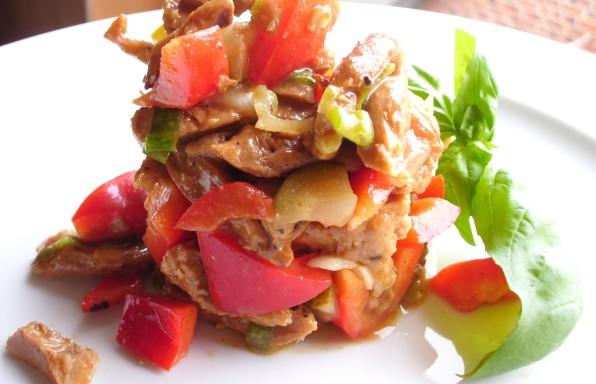 Deftiger Sojaschnetzel Salat